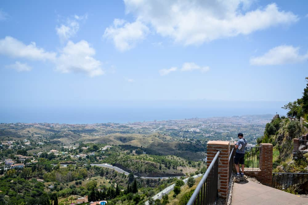 There are many lookouts in Andalusia, as this is a mountainous country. One of our most favourite ones is the views all the way to the coast in Mijas Pueblo. Mijas is just a ten minutes' drive outside of Fuengirola and a great day trip destination from Malaga and the resorts on the Costa del Sol.