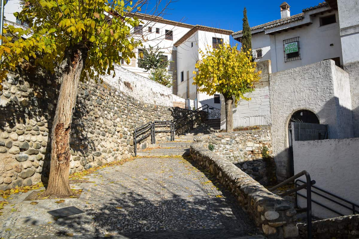 Granada in winter is just as pretty in summer. For city trips, it makes sense to visit Andalusia in the off-season as some inland cities like Granada and Seville can easily reach 40 degrees on summer days.