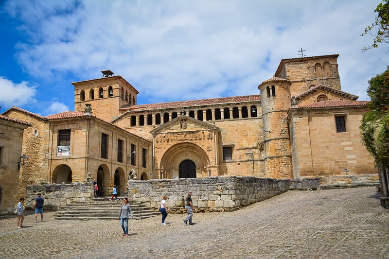 A visit to Santillana del Mar is a bit like travelling back in time. The traffic-tree cobblestone streets and many palaces create an atmosphere of unsurpassed romance and timelessness.