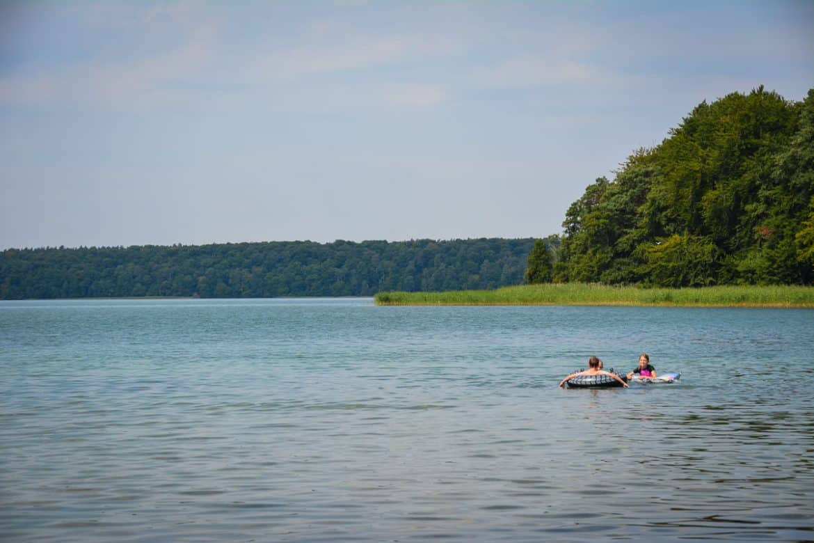 Enjoying Lake Stechlin near Berlin in summer - a great day trip idea for the whole family!