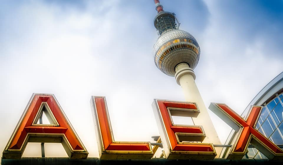 Berlin Accommodation Guide: Where to stay in Berlin. Info on Berlin neighborhoods.
