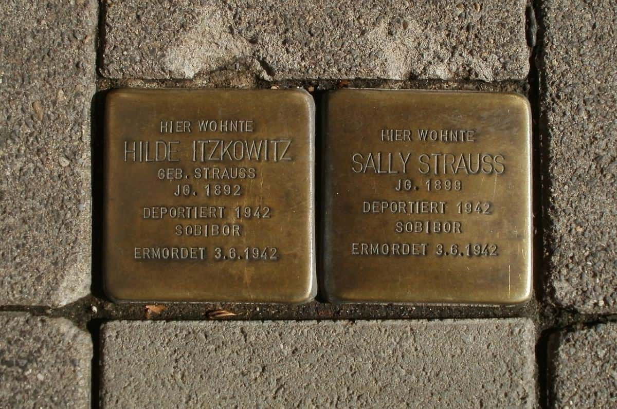 Stolpersteine can be found all around the city. They commemorate Jewish citizens who lived at these addresses and their fate during the Nazi regime.