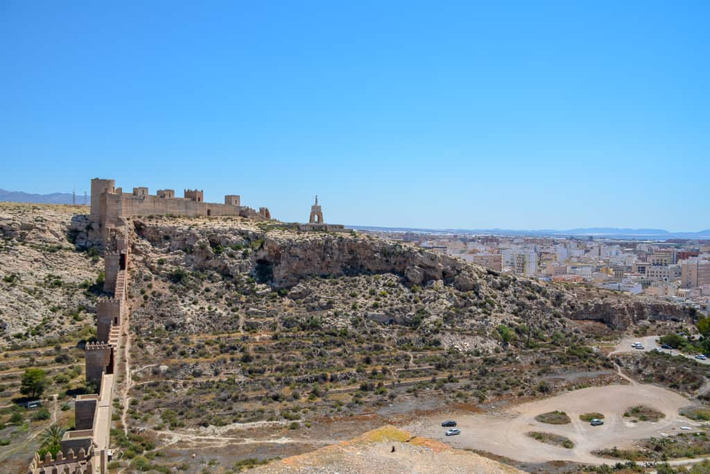 The views from the Alcazaba in Almería are outstanding. From here you can see the old city wall and the Templar castle with the Christ statue.