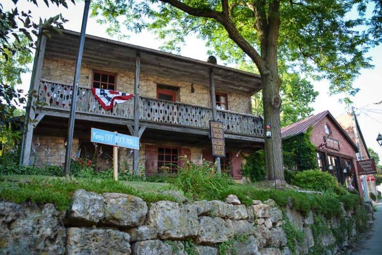 This is Dowling House, the oldest house in Galena, built in 1826. It can be visited in summer.