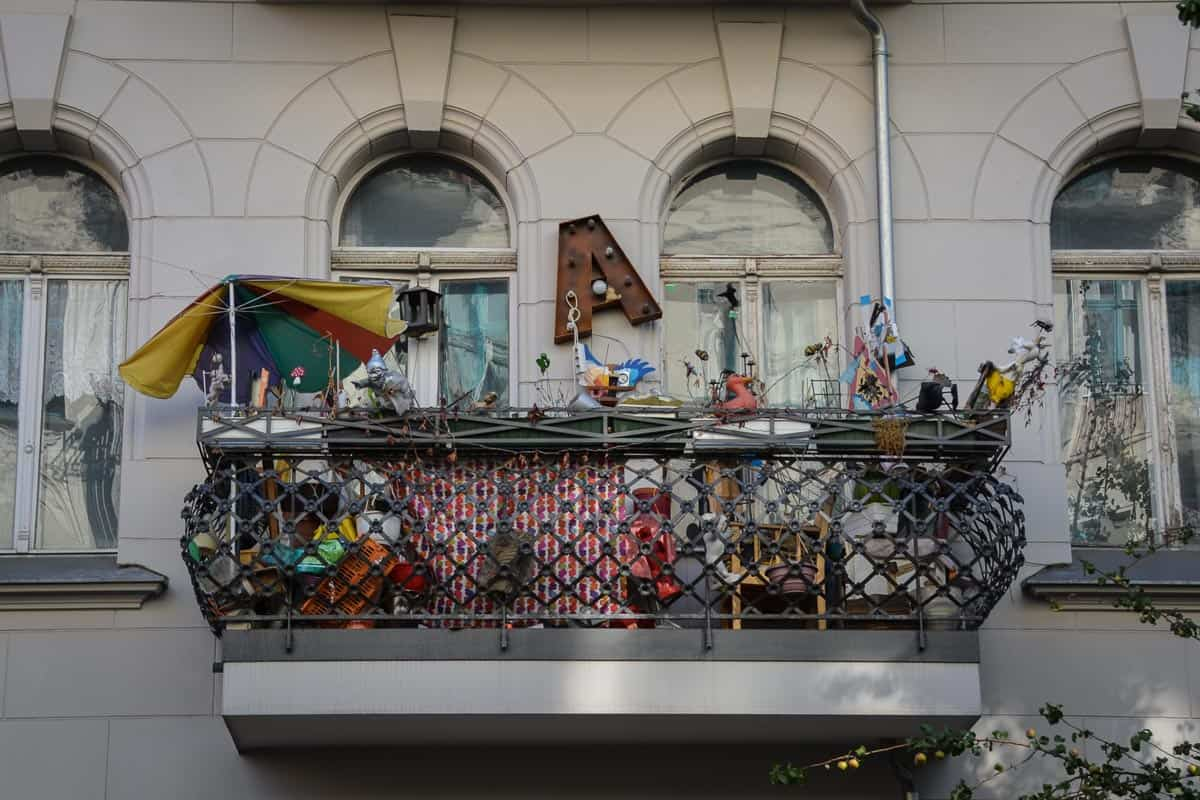 Look at this cool balcony. Germans generally take pride in their apartments and they love to decorate them to feel homely and comfortable. Some people like to take it to the extreme, but I love it.