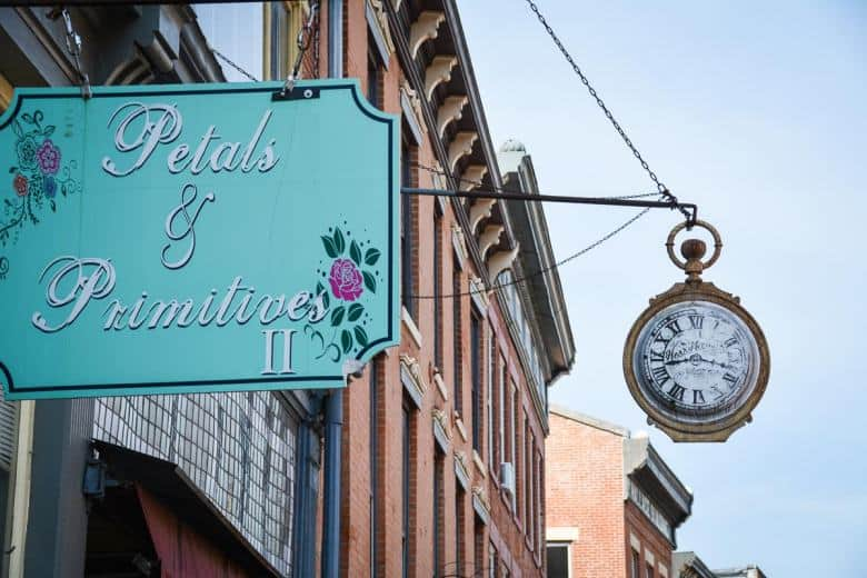 Vintage shops, delicatessens and gourmet restaurants line the Main Street of Galena. No wonder it's a popular weekend getaway for visitors from Chicago and other cities.