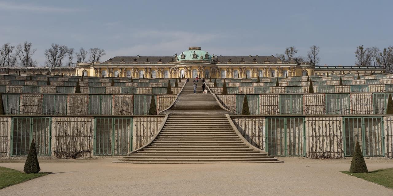 Selbst im Winter kann eine Fahrt nach Potsdam jede Menge Spaß machen. Zu sehen hier: Das Schloss Sanssouci.