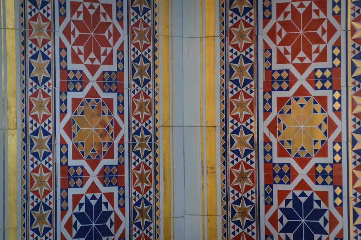 Just ten original tiles could be saved by the Förderverein. You will need a keen eye to detect those between the exact replicas used in the wedding ceremony room.