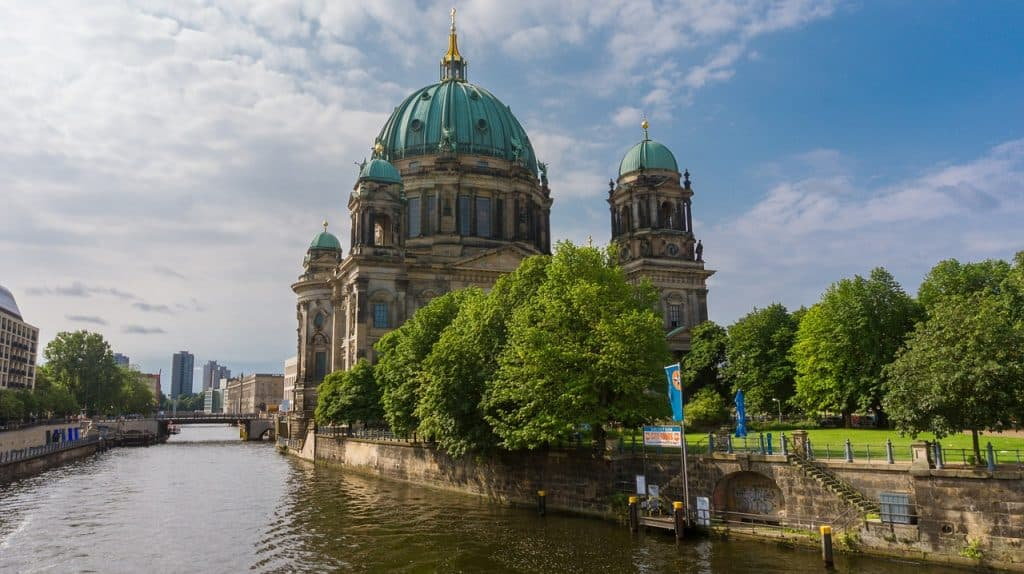 Looking for cool summer activities in Berlin? You've come to the right place! Read here what you can do to survive the summer heat in the big city.